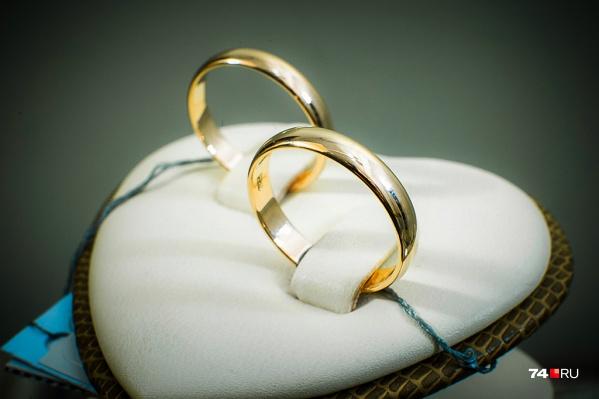 За три месяца свадьбу сыграли 2805 пар