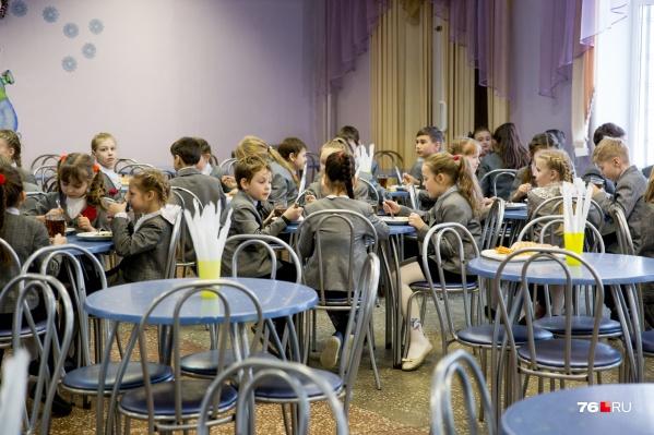 Депутаты и чиновники обсудили проблемы школьных столовых