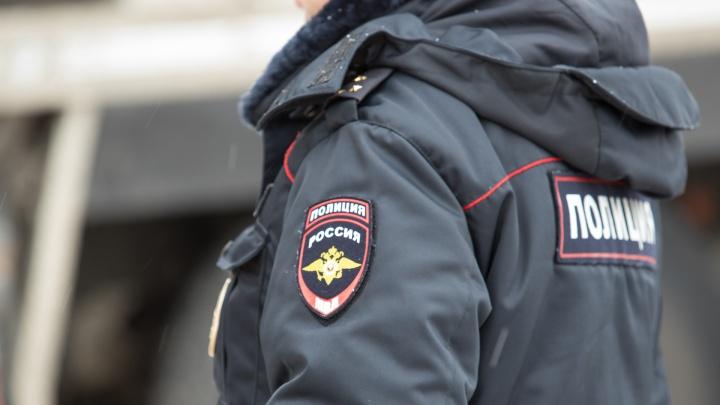 В Ростове подросток проглотил пакет с наркотиками, увидев полицейских