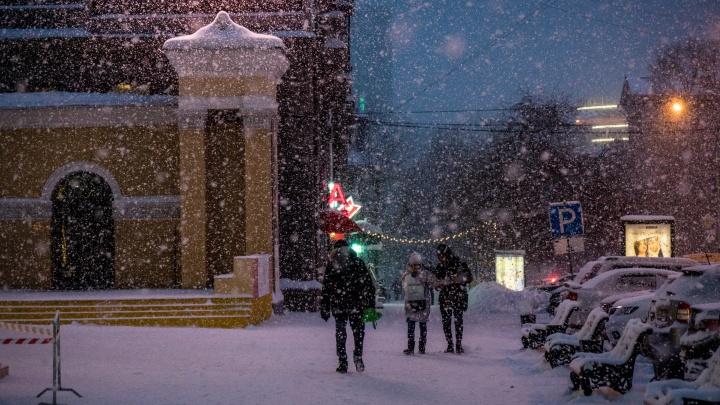 Новосибирцев предупредили о сильном ветре до 15 м/с и снегопадах