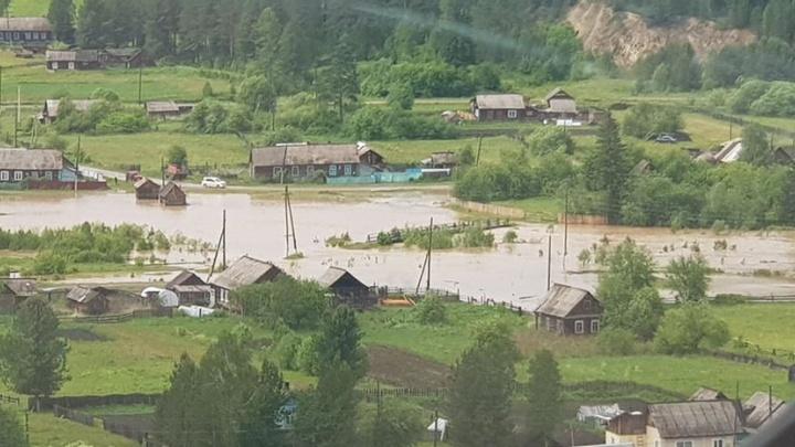Режим ЧС введен в трех районах. К эвакуации из-за большой воды готовят еще один поселок