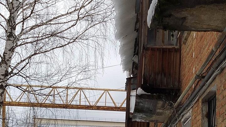 Переломы и сотрясения: в Перми два человека пострадали из-за падения наледи с крыши
