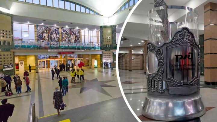На челябинском вокзале появился двухметровый стакан с ложкой