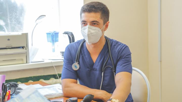 «Как я брошу свою родную больницу?» История молодого кардиолога, уехавшего лечить людей в маленьком городе