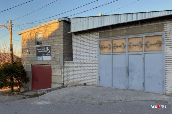 Тот самый гараж Арсена Мелконяна, по словам соседей, он так же пустует с роковой пятницы 23 октября