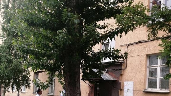 В Октябрьском районе Новосибирска пенсионерка угрожала покончить с собой