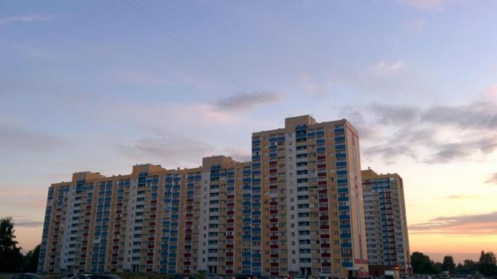 В многоэтажке на Первомайке нашли труп молодого мужчины — жители теперь не могут избавиться от запаха