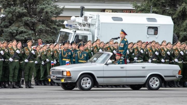 В Ростове изменили время ограничений движения. Их ввели из-за репетиций парада Победы