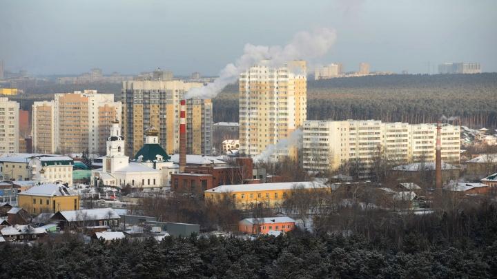 На Уктусе нелегальные парковщики и скупщики лома заблокировали удобный выезд на Щербакова