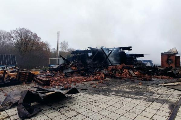 Здание, в котором находились дети, выгорело дотла