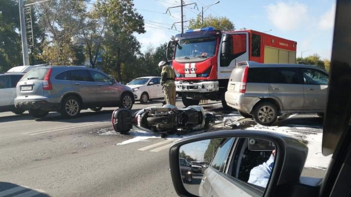 ДТП с мотоциклистом парализовало Московское шоссе