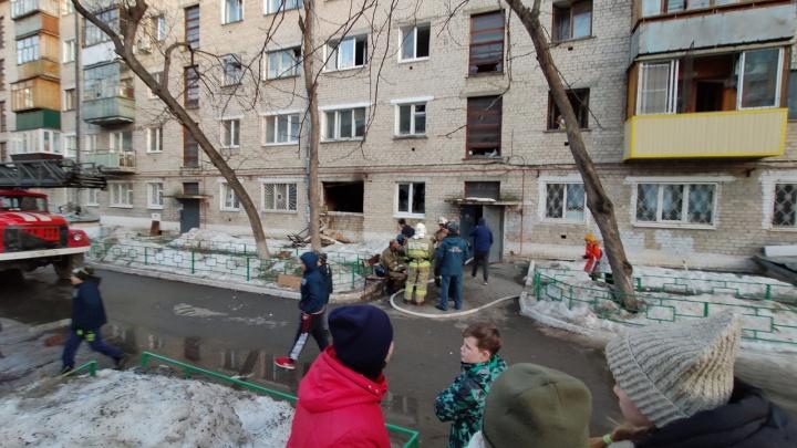 «Со второго этажа на полотно скинули ребёнка»: подробности пожара в доме на Геологоразведчиков