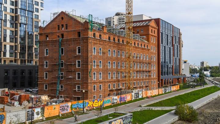 «Хотели сделать балконы, но нам не разрешили»: репортаж со стройплощадки Симановской мельницы