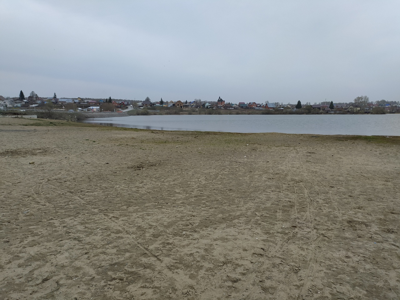 Пляж пустует