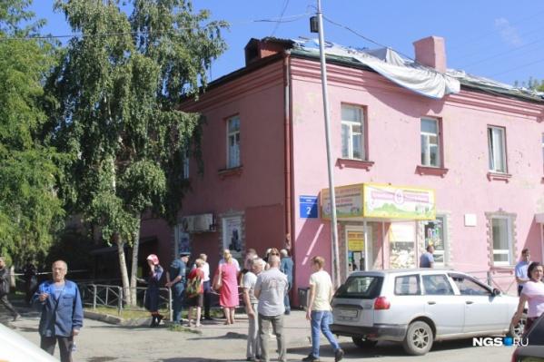 В доме № 2 на Владимировском спуске обрушились перекрытия между этажами