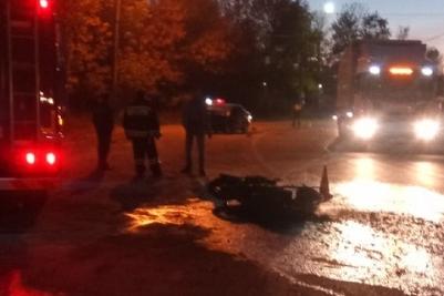 Мужчина и женщина, ехавшие на мотоцикле, погибли