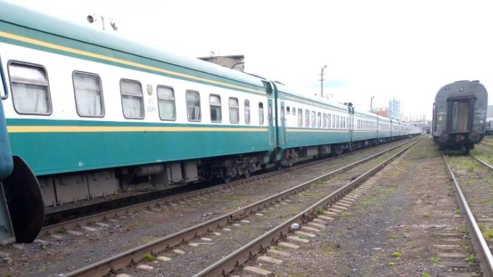 На родину уехало около 800 узбеков: из Екатеринбурга в Ташкент отправили полный поезд мигрантов