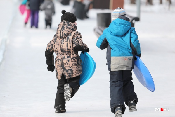 5 тысяч рублей — компенсация детям за новогодние елки, которые пришлось отменить из-за коронавируса