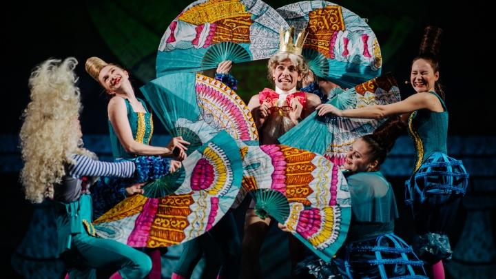 Музыкальная сказка прямо у вас дома! Смотрим спектакль Драмтеатра им. Ломоносова «Огниво» онлайн
