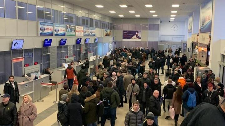 Посадка после «минирования»: комментарии ФСБ, аэропорта Архангельск и прогноз наказания от юриста