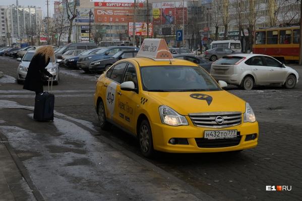 Многие таксисты работают в статусе самозанятых