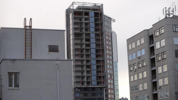 В центре Екатеринбурга достроят элитную высотку, которая простаивает шестой год