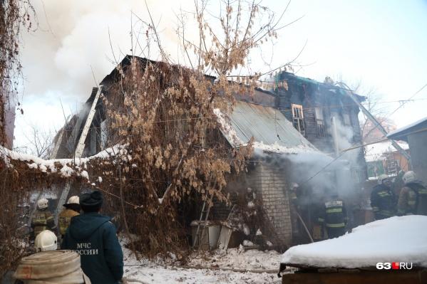 Дом, по официальной информации, был расселен. Но в нем все равно жили люди