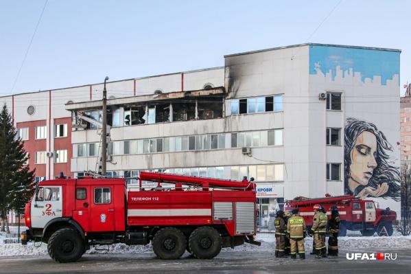 Часть четвертого этажа сгорела