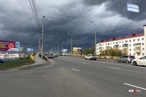 На Некрасовском моступланируется полностью заменить асфальтобетонное покрытие, перила и барьеры, тротуарные плиты