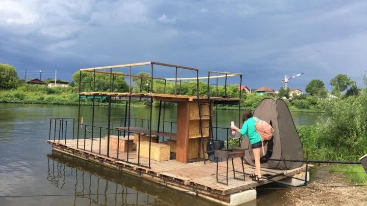 «Плот развалился на части»: екатеринбургские туристы решили сплавиться по реке, но чуть не утонули