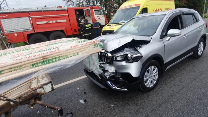 Как в пункте назначения: в Ярославле легковушка врезалась в грузовик