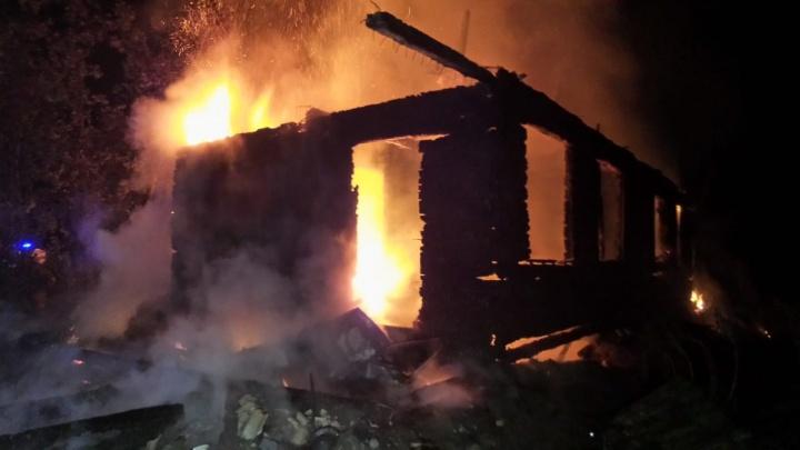 В Екатеринбурге сгорело здание селекционной станции садоводства