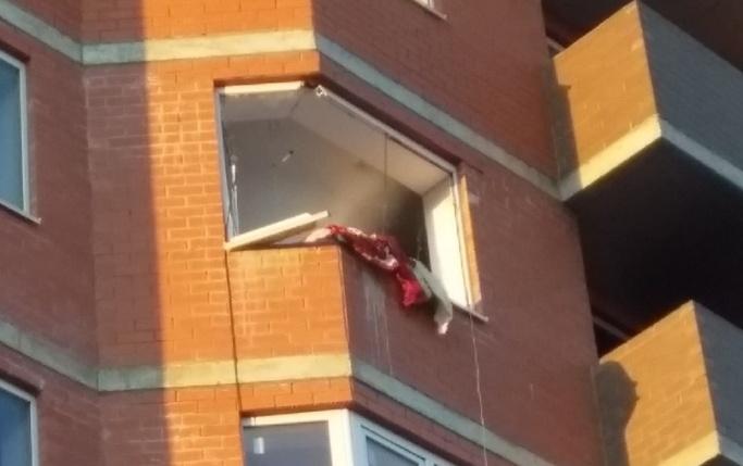 При взрыве в квартире вышибло окна