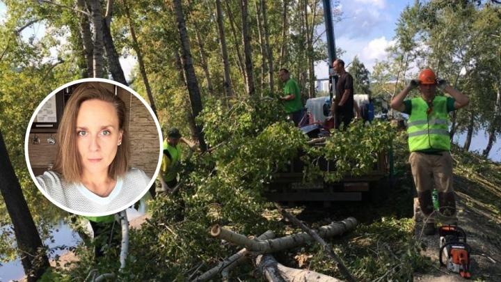 Рабочие вторую неделю рубят деревья у Южного берега: недовольные красноярцы решили им помешать