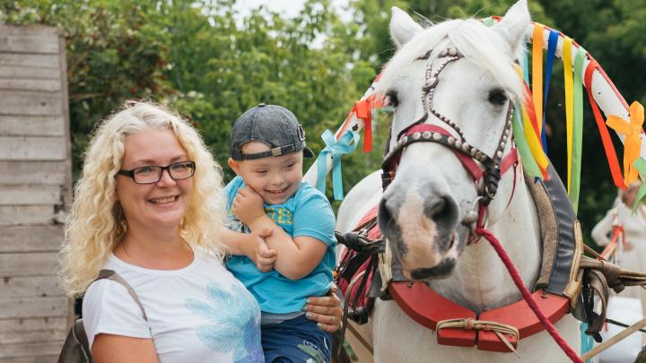 Поехали кататься: в Самаре устроили конную прогулку для особенных ребят