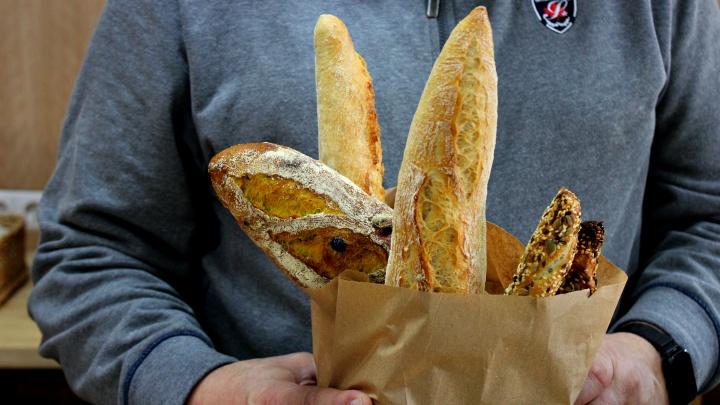 Хрустит и пахнет: обозреватель НГС обнаружил настоящую французскую пекарню в очень неожиданном месте