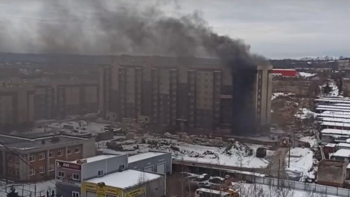 В Ярославле загорелся строящийся дом комфорткласса