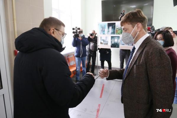 Большинство больниц региона уже подчиняется Минздраву и Юрию Семёнову (на фото справа), но Челябинск до недавнего времени был исключением