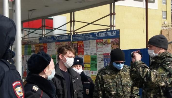 Подозреваемый в поджоге на Омской рассказал, как оказался в бараке, где погибли восемь человек