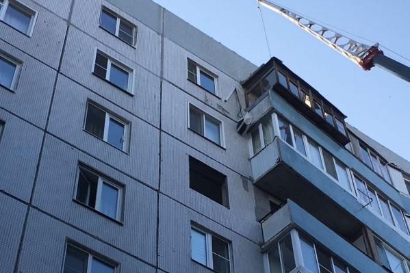 «Досталось» балконам с 6-го по 9-й этаж