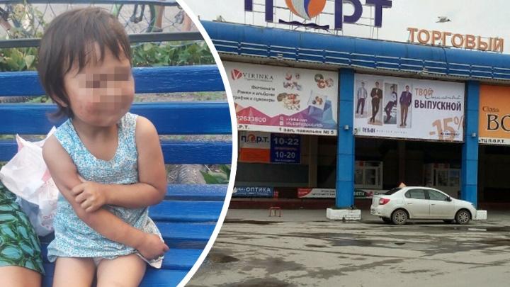 «Сама убежала с детской площадки». Родителей ребенка, которого в Тюмени нашли прохожие, не накажут