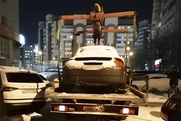 Кабриолет вывезли из двора и отправили на реализацию