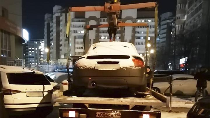 У екатеринбуржца, который задолжал налоговой, арестовали кабриолет