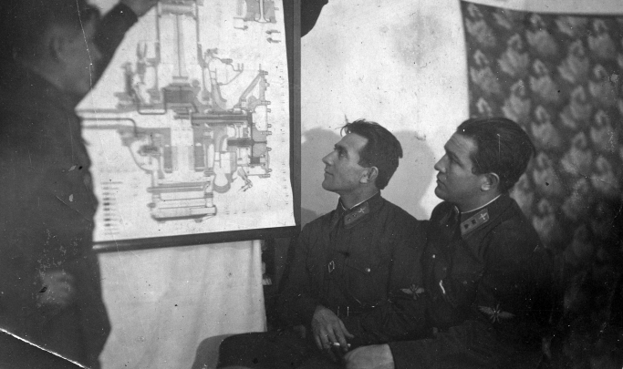 Бойцы легендарного авиаполка сажали свои самолеты вслепую в лесах: 14 историй героев войны
