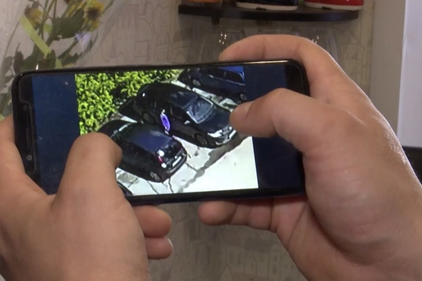 Камера с подсветкой для ночного режима зафиксирует движения возле авто и передаст push-уведомление на смартфон, если что-то пойдет не так