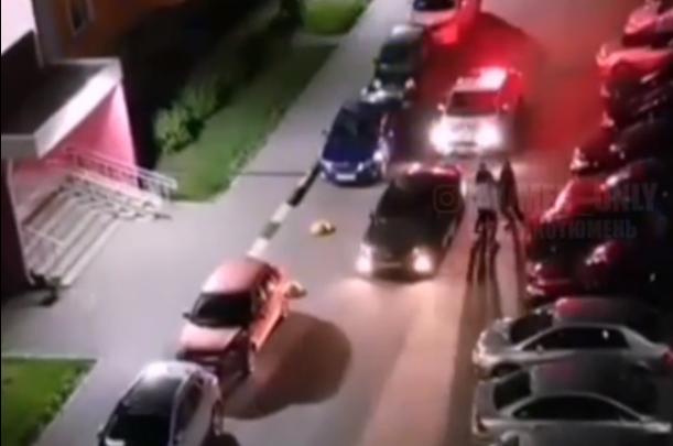Привлек внимание спущенным колесом: в Тюмени полицейские гонялись по слободе за водителем