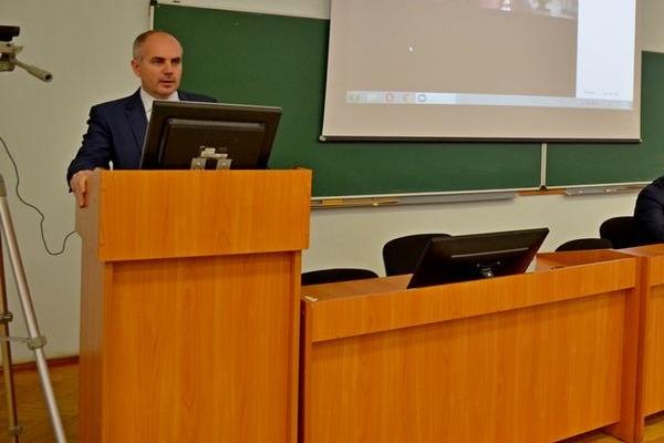 В Самаре нового ректора СГАУ заподозрили в получении взятки за экзамены и зачеты