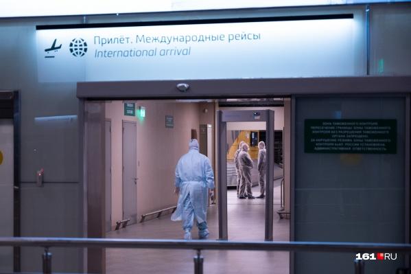 Также в аэропорту запустили дополнительные санитарные меры