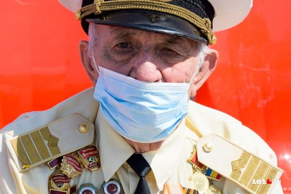 Донские ветераны поучаствовали в параде, несмотря на коронавирус