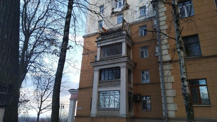 На улице Семашко обрушился балкон жилого дома
